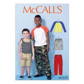 Patron McCall's 7379 Hauts à manches raglan, débardeur, short cargo et pantalon pour garçons